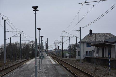 Politiet ber om at personer som gikk på eller av toget, eller oppholdt seg i nærheten av Vigrestad stasjon i tidsrommet fra klokken 00.30 til 01.15 natt til mandag 9. desember melder seg til politiet,