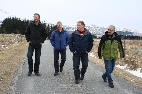 PROTESTER: Ola Eikeland, Vidar Undheim, Pål Undheim og Sigmar Undheim (til høgre) er blant dei som reagerte kraftig på forslaget om å gjera kommunale vegar i Time private.