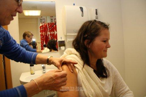 Liv Helga Lygren Austnaberg sørga for at Benedikte Hansen fekk vaksine mot hjernehinnebetennelse.