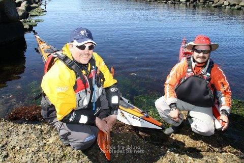 Magnus Nilsen (til venstre) og Lars Isaksen hadde sundag lunsjpausen i Madland havn. Målet er Nordkapp.