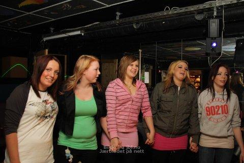 STORTRIVEST: Frå venstre: Jeanett Kokes, Iris Holen, Susanne Lea, Lena Lauritsen og Karianne Skeie likar seg godt i Planeten fritidsklubb.