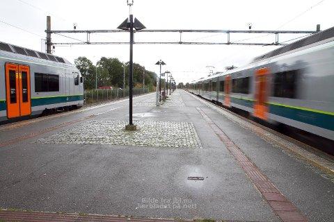 Venting: Eit tog venter på eit anna på Bryne stasjon. Om nokre år kan denne ventetida forsvinna.