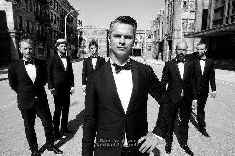 TRIVES PÅ HJEMMEBANE: Janove Ottesen og de andre medlemmene i Kaizers Orchestra, trives på Jæren.