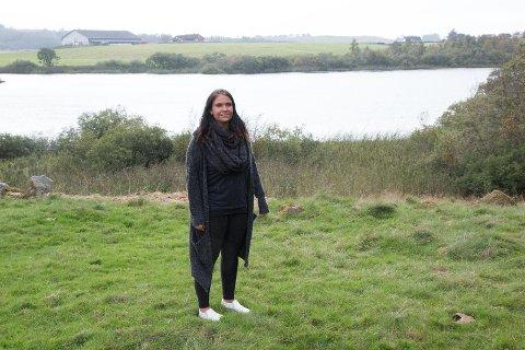 PÅ LEIT: Monika Steiro frå Lye leitar etter hunden sin, Martin, kvar einaste dag. Ho såg han akkurat her, ved Salsvatnet, ikkje langt frå Lye for få dagar sidan.