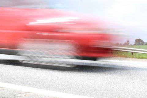 Politiet hanket inn fartssyndere i Tjøttavegen. (Illustrasjonsfoto)