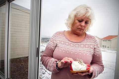 HÅPER PÅ OPPKLARING: Torunn Austdal Rasmussen er mor til Tina Jørgensen, som ble funnet drept ved Bore kirke for 21 år siden. – Håpet for at denne gåten endelig skal bli løst, blir tent på nytt, sier hun.