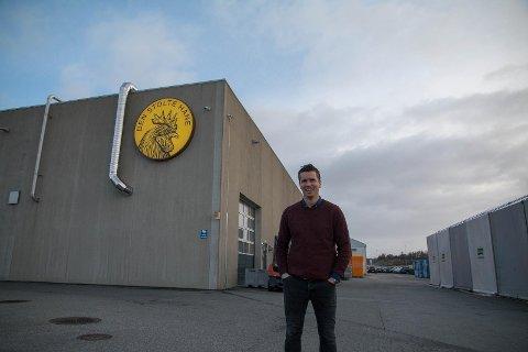 Morten Jelsa er fabrikksjef ved Den Stolte Hane Jæren, som ligg på Kviamarka i Hå.