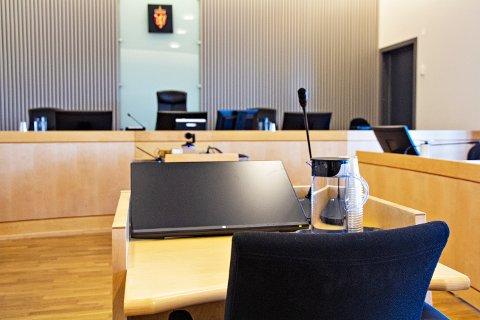 I VITNEBOKSEN: Faren til 18-åringen frå Varhaug var måndag vitne i Jæren tingrett.
