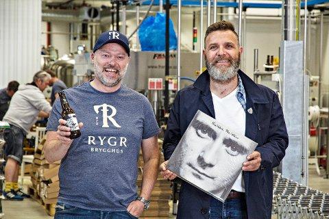 KLARE FOR KONSERT: Sune Aabø Parker (t.v.) og Bjørn Olav Skjæveland gleder seg til å fylle Rygr-lokalene med Phil Collins-musikk.