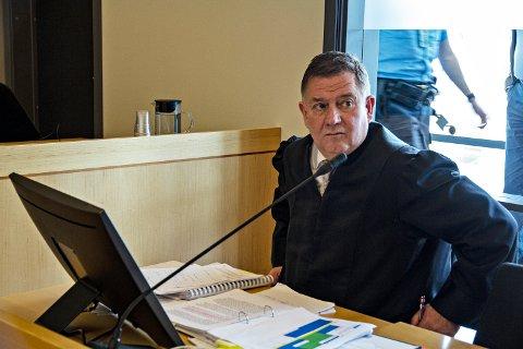 UEINIG MED DEI SAKKUNNIGE: Advokat Tor Inge Borgersen meiner 18-åringen ikkje var tilrekneleg på drapstidspunktet.