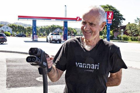 OVERTID: 73-åringen gikk av som daglig leder 1. januar i år. Her fra da YX på Ogna fikk ladestasjon.