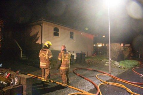 BRANN: To menn er tiltalt for å sette fyr på dette huset. Hendelsen skjedde i januar.