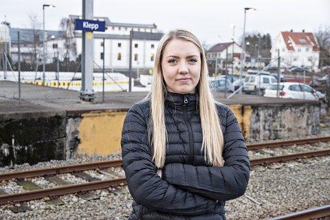 KLEPP STASJON: – Kvar gong eg høyrer «neste stasjon er Klepp», då blir eg oppgitt og lei meg, fortel Thea Aartun Strand.