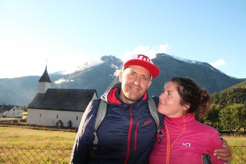 KJÆRESTER, MANN OG KONE: Jarle Mong og kona Olene Refve Mong er bevisste på at de også skal ha tid til å være kjærester, ikke bare mann og kone som skal få Familien AS til å gå rundt.