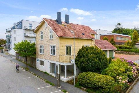 SOLGT: Torsdag ettermiddag ble denne boligen, oppført i 1911, solgt for 350.000 kroner over prisantydningen som var 3,7 millioner kroner.