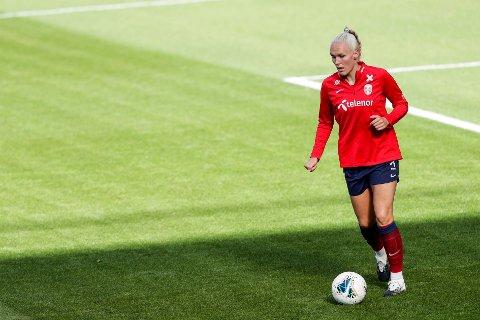 KLUBBYTTE: Maria Thorisdottir under trening med Norges kvinnelandslag i fotball på Ullevaal stadion.