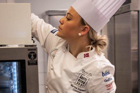 Martine Espeland (21) ble Årets commis da Årets kokk ble kåret tirsdag. Nå bærer det videre til Bocuse d'Or i Frankrike.