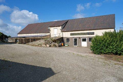 Bernt Lerøy har bestemt seg for å legge ned familievirksomheten og selger hele eiendommen som hører til Vestgaard Mat.