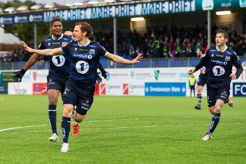 ELITESERIEERFARING: Meinhard Egilsson Olsen feirar sitt første og einaste mål for Kristiansund i Eliteserien. 1-0-scoring i kampens første minutt var nok til å slå Tromsø på Kristiansund Stadion.