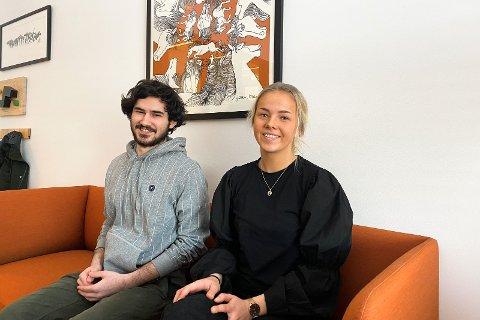 FORNØYDE: Avgangselevene Eliah Kellerhals og  Ida Hegelstad er positive til den nye ordningen, og synes det er svært rettferdig ovenfor årets kull.