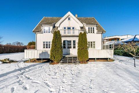 BYGGET I 1920: Fødeheimen på Bryne ligger på Ørnahaugen og ble bygget av doktor Erling Eriksen i 1920, selger Silje Eriksen Bøllas oldefar.