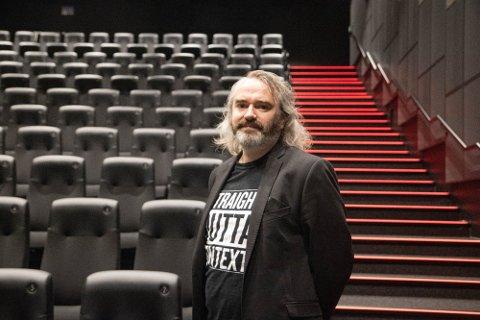 BEKLAGELIG: Kinosjef Erlend Serigstad synes det er leit at publikum ikke skal få se den nyeste disneyfilmen på lerretet.