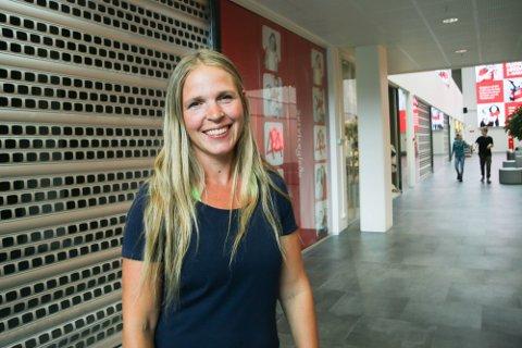 OPNAR IGJEN: Anita Talgø gler seg til å opna gitteret og ønska velkommen til Veras lekeland igjen.