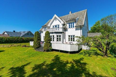 BYGGET I 1920: Fødeheimen på Bryne ligger på Ørnahaugen og ble bygget av doktor Erling Eriksen i 1920, og er selger Silje Eriksen Bøllas oldefar.