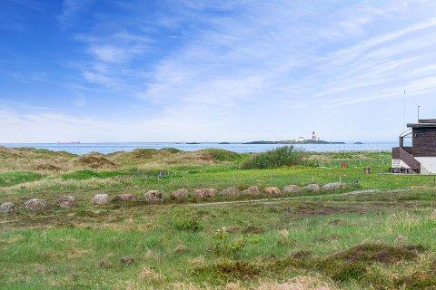 UTSIKT: Denne utsikten kan bli din om du er villig til å bla opp fem millioner kroner for hyttetomta på Sele som grenser til den vernede strandsonen.