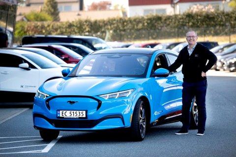 DRØMMEBILEN: Petter Olsen har gjort som mange andre i 2021- kjøpt bil.