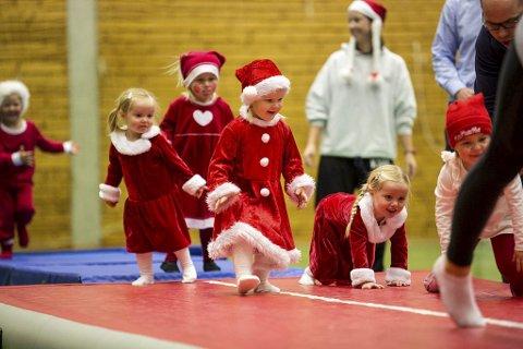 Juleturn i rødt og hvitt: Her fra et tidligere arrangement, hvor små og store turnere kledde seg etter årstiden for å si det slik. Arkivfoto: Mats Grimsæth