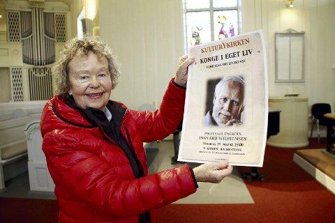 Edel Marie Haukeland har hengt opp sin siste plakat for arrangementer i Y-kirken. Totalt har det blitt 180 stykker, med stort og smått.