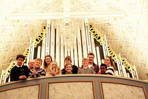 JUBILERER: Orgelskolen feirer 15 års drift lørdag. Bjørn Vidar Ulvedalen har i dag ni elever mellom 8 og 15 år.