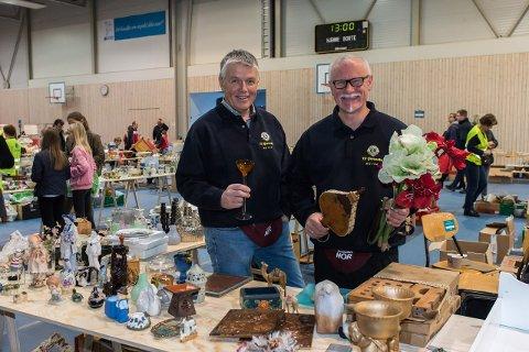 SUKSESS: Olav Sandlund og Bjørn Rønneberg i Hof Lions kan konstatere at helgens loppemarked gikk over all forventning.