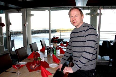 GIR SEG IKKE: Ørjan Sønvisen er i gang med arbeidet med å nystarte hotellrestauranten. (Arkivfoto)