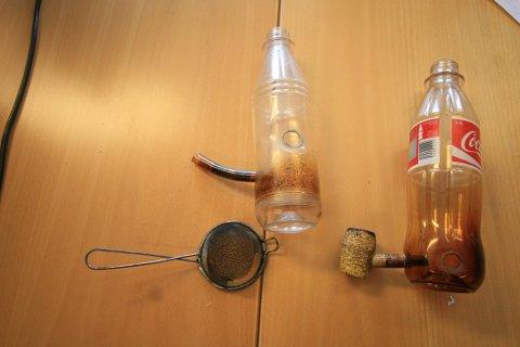 BONGER:  Da flyttejobben var gjort, bestemte 25-åringen og noen av de andre seg for å markere det med såkalte bongtrekk – altså å røyke cannabis ut av en flaske. (Illustrasjonsfoto)