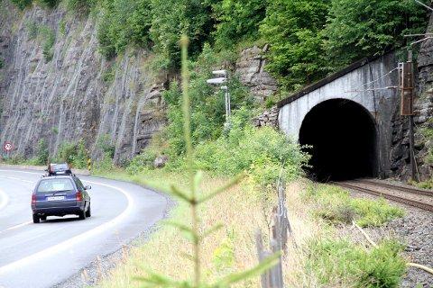HISTORISK: Flere har ivret etter tursti gjennom jernbanetunnelen ved Smørstein. Nå er ønsket deres kommet et godt stykke nærmere realisering.