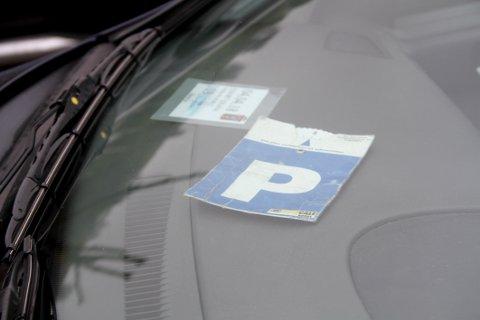 INNFØRES: I løpet av mai skal kommunen innføre såkalt skiveparkering på noen av de gratis parkeringsplassene i sentrum.