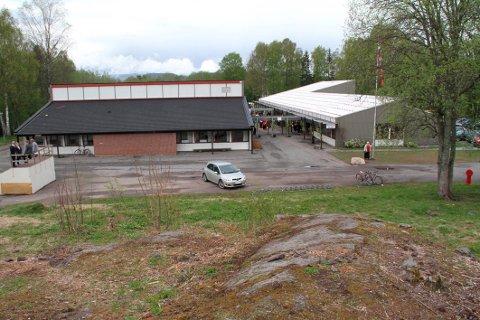 GODT NOK: Ifølge rådmannen er det tilstrekkelig med lekearealer nær Hillestad skole til at utbyggingsplanene kan godkjennes. (Arkivfoto)