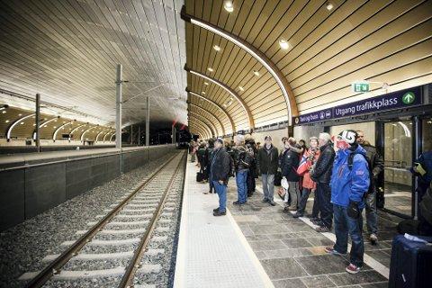 IKKE HELT TOPP: Det er fortsatt litt som må på plass før alt er som det burde være i nye Holmestrand stasjon, påpeker artikkelforfatteren.