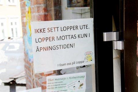 HJELPER IKKE: Lappen på døra er ikke til å misforstå, men tydeligvis er det mange som ikke får med seg beskjeden allikevel.