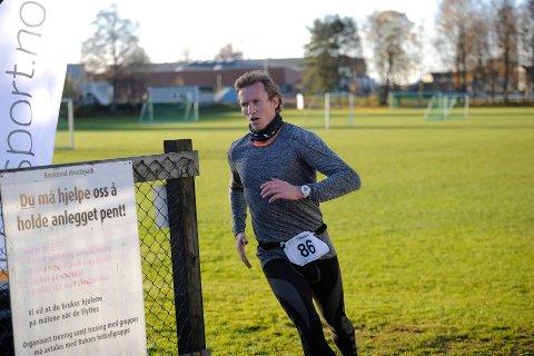 Løke Challenge: Håndballspilleren Frank Løke har vært med på mange løp, men gleden og engasjementet for Hof Toppers er stor.