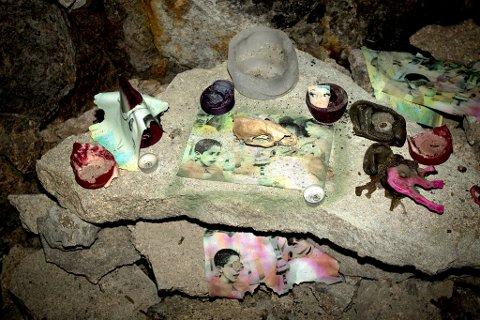 ALTER: Et alter er blitt bygd opp av stein inne i den nedlagte jernbanetunnelen.
