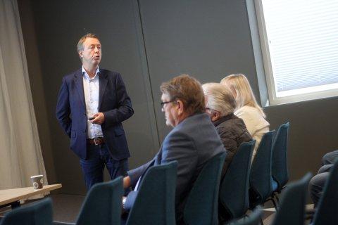 Øistein Hjelmtvedt presenterer de nye planene.