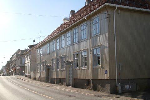 PLASS TIL MER: Backergården huser i dag kommunens kulturkontor, og snart skal det bli ungdomsklubb her. Nå vil rådmannen også plassere virksomhet for psykisk helse og avhengigheten i gården.