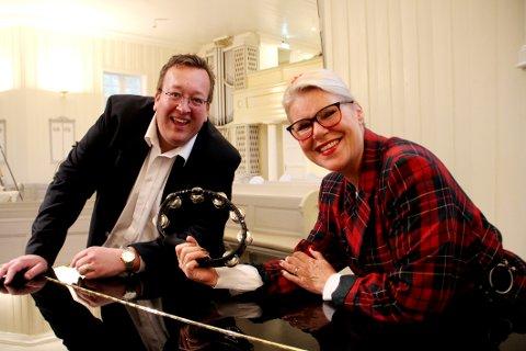 GJENTAR SUKSESSEN: Jan Kristian Hverven og Randi Gunhildstad skal skape liv med Aage Samuelsen-musikk i Holmestrand kirke.