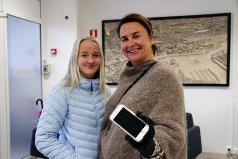 GJENSYNSGLEDE: Eier Ella Steen Reime (13) og mamma Camilla Steen ble svært glade da de fant ut av hvor mobiltelefonen var blitt av.