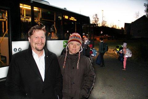 BEKYMREDE FORELDRE: Magnus Taanevig og Marianne Abrahamsen er blant foreldrene i Langeliveien som i lang tid har protestert mot VKTs nye skyssordning.