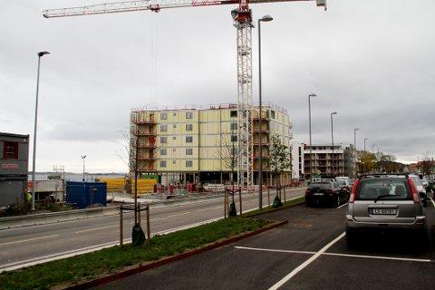 SALGET I GANG: Blokk C skal bygges i forgrunnen. I blokk B, bygget i bakgrunnen, gjenstår nå kun to leiligheter for salg.