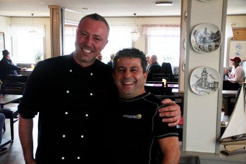 GRUNN TIL Å SMILE: Kokk Ivica Glavic og servitør Moses Srour fikk nytt smilefjes av Mattilsynet fredag.